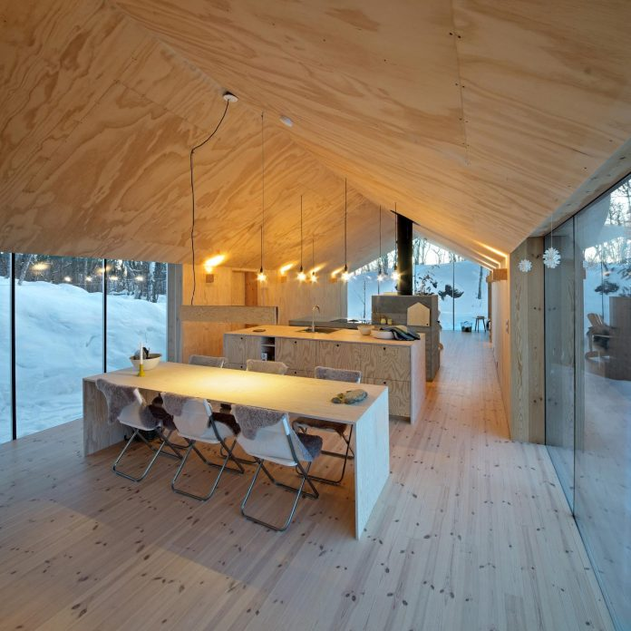 simplicity-restraint-year-lodge-situated-near-cross-country-ski-tracks-winter-hiking-tracks-summer-11