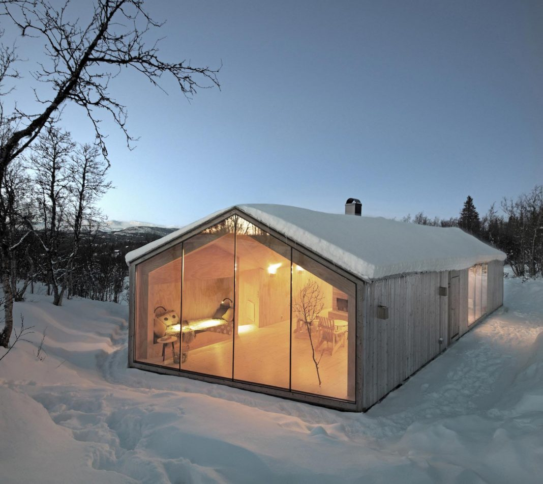 Simplicity and restraint of a all-year lodge situated near cross-country ski tracks in winter and hiking tracks in summer