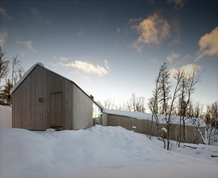 simplicity-restraint-year-lodge-situated-near-cross-country-ski-tracks-winter-hiking-tracks-summer-15