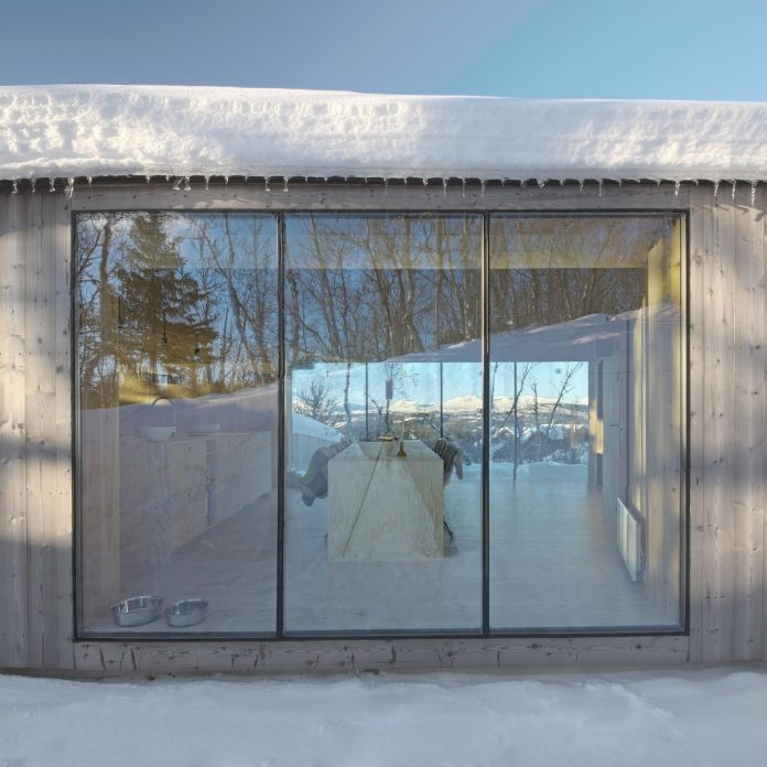 simplicity-restraint-year-lodge-situated-near-cross-country-ski-tracks-winter-hiking-tracks-summer-17