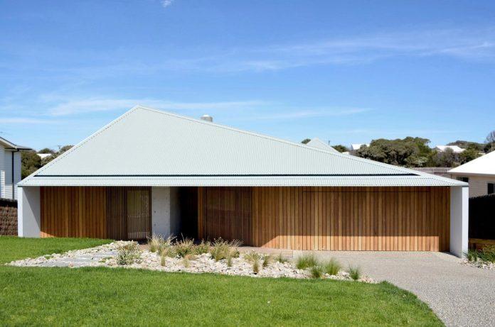 sorrento-house-1-latest-coastal-project-vibe-design-group-australian-beach-house-reborn-01