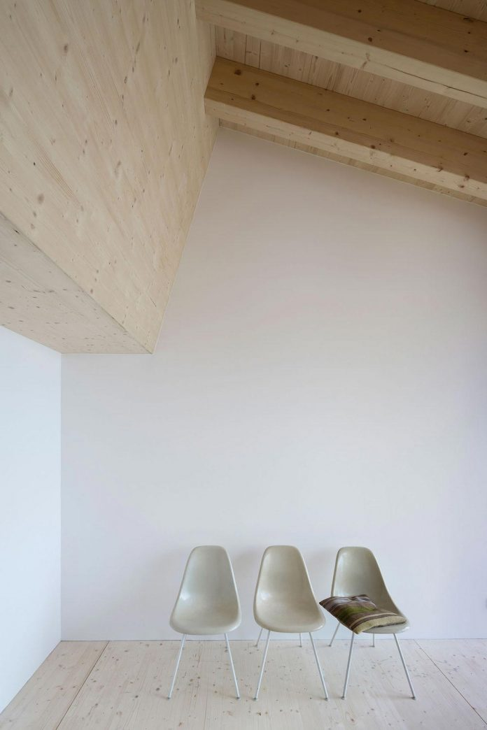 traditional-allgau-architecture-unique-contemporary-building-results-holiday-home-family-seven-14