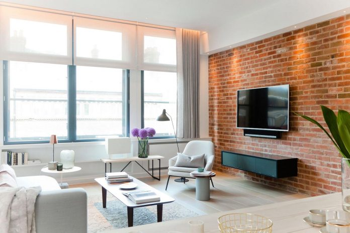 white-colours-simplistic-fittings-imbue-space-contemporary-feel-old-penthouse-shoreditch-05