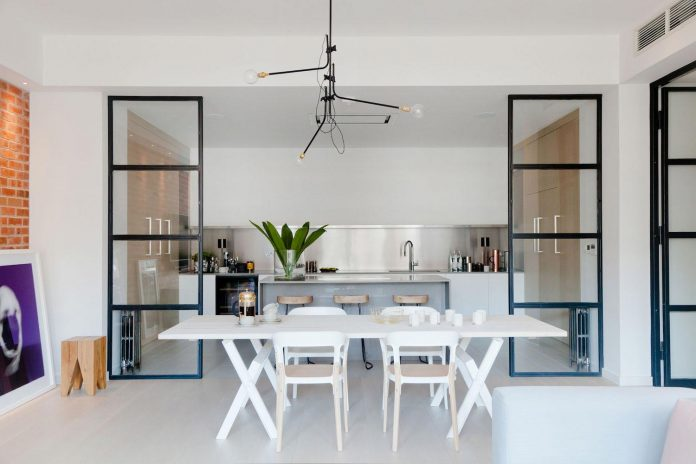 white-colours-simplistic-fittings-imbue-space-contemporary-feel-old-penthouse-shoreditch-09