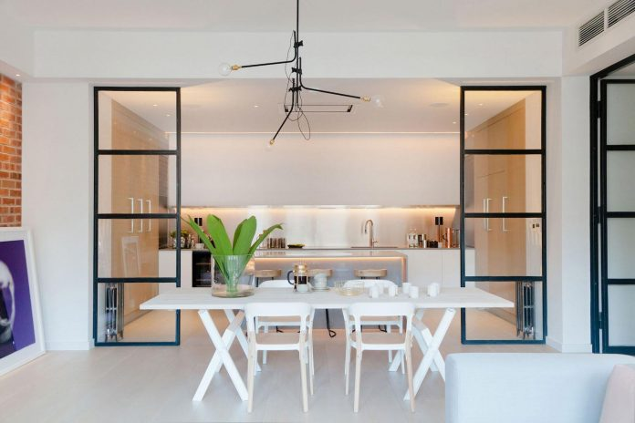 white-colours-simplistic-fittings-imbue-space-contemporary-feel-old-penthouse-shoreditch-10