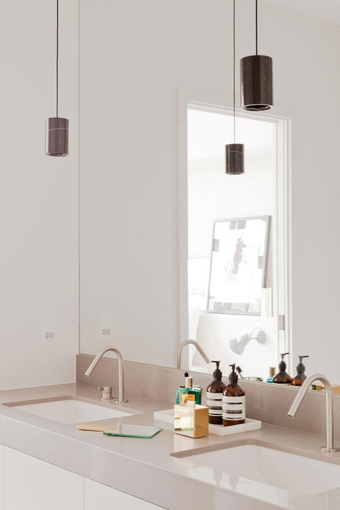 white-colours-simplistic-fittings-imbue-space-contemporary-feel-old-penthouse-shoreditch-17