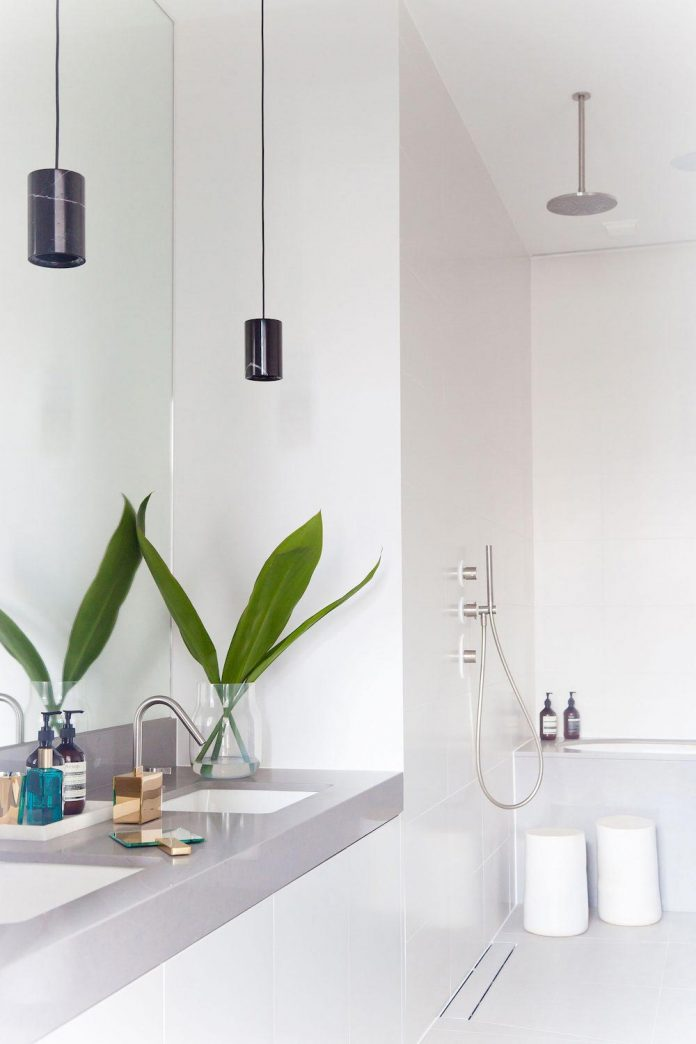 white-colours-simplistic-fittings-imbue-space-contemporary-feel-old-penthouse-shoreditch-18