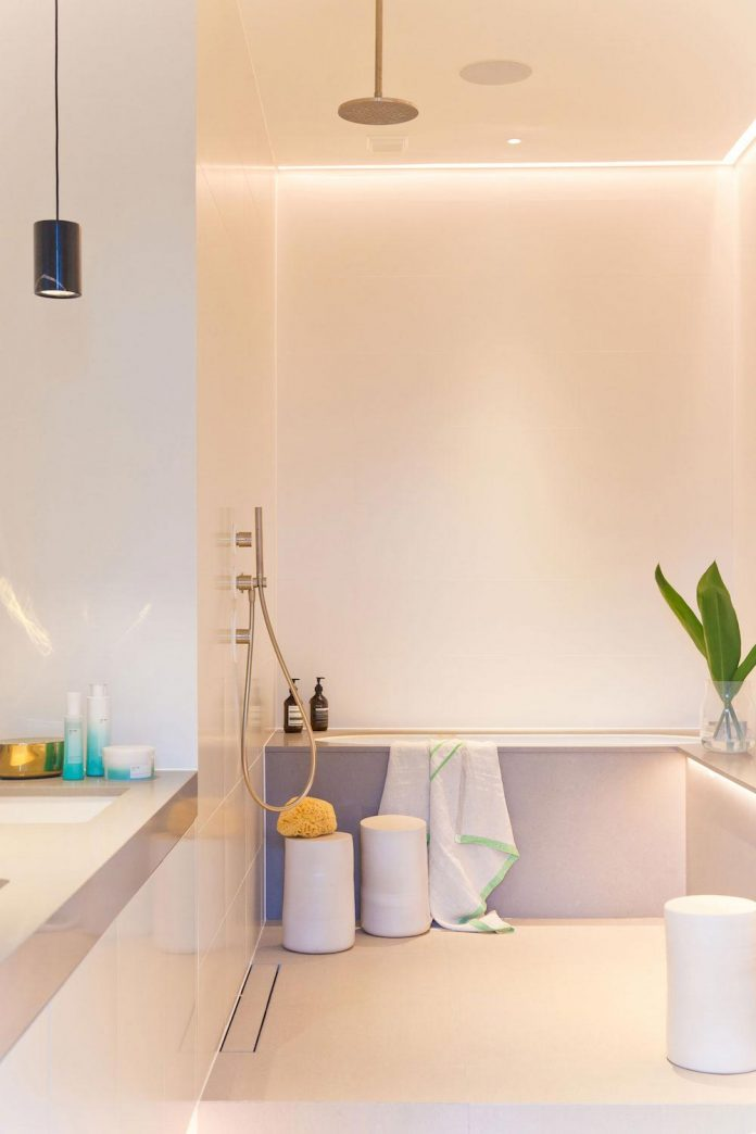 white-colours-simplistic-fittings-imbue-space-contemporary-feel-old-penthouse-shoreditch-20