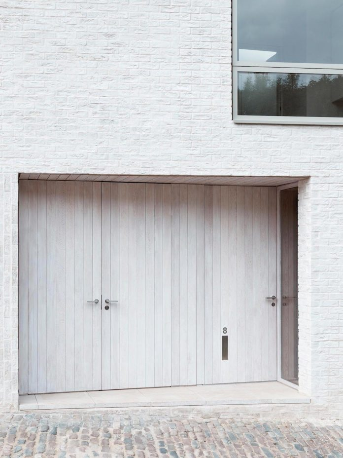68-square-metre-compact-2-bedroom-mews-house-enclosed-courtyard-11-square-metres-highgate-04