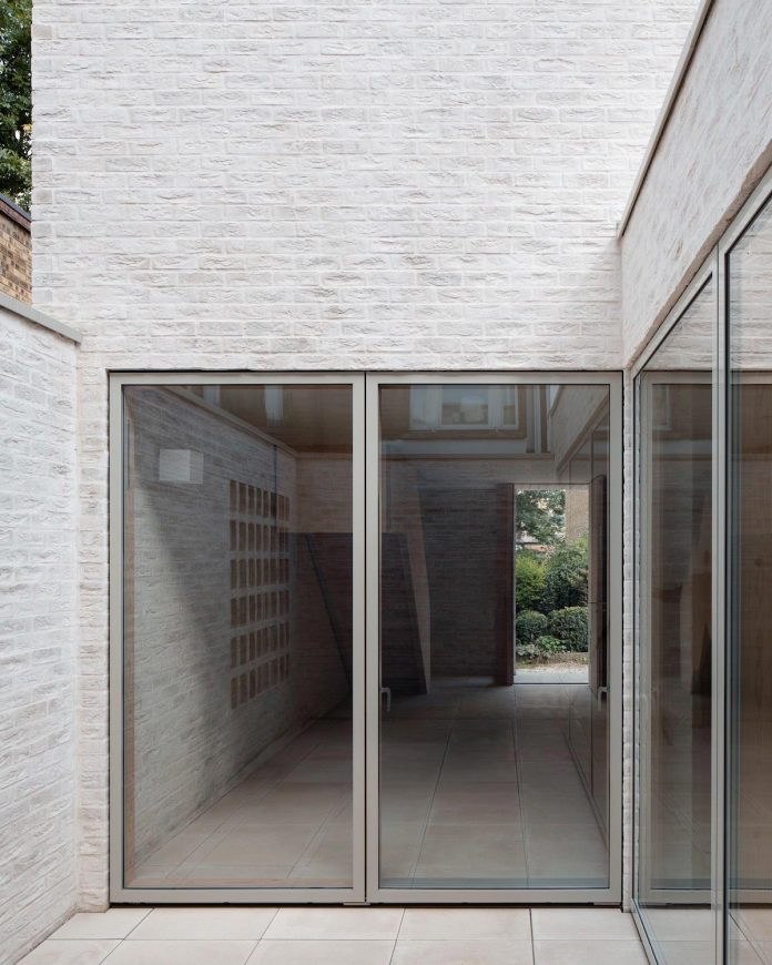 68-square-metre-compact-2-bedroom-mews-house-enclosed-courtyard-11-square-metres-highgate-12