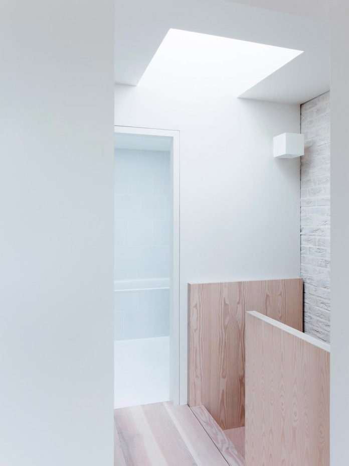68-square-metre-compact-2-bedroom-mews-house-enclosed-courtyard-11-square-metres-highgate-18