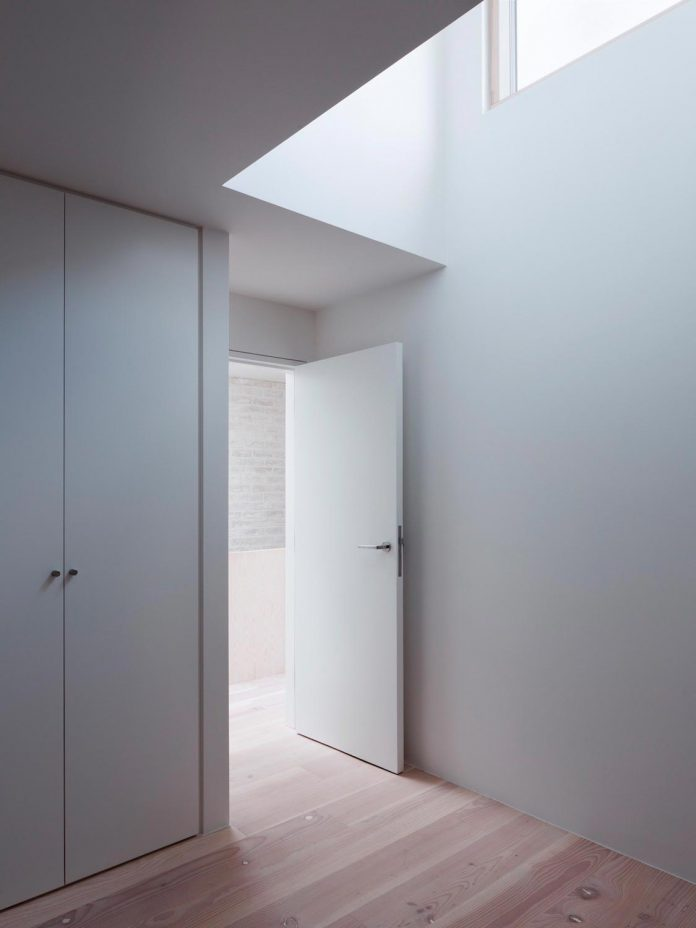 68-square-metre-compact-2-bedroom-mews-house-enclosed-courtyard-11-square-metres-highgate-20