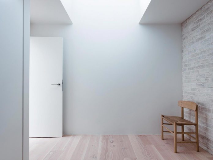 68-square-metre-compact-2-bedroom-mews-house-enclosed-courtyard-11-square-metres-highgate-21