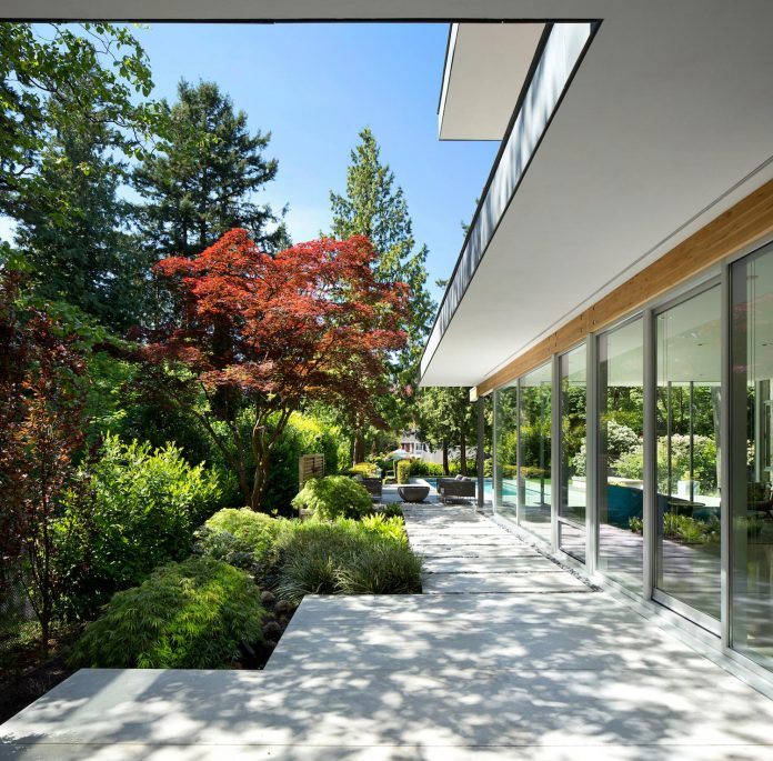 modern-elm-street-residence-is-dominated-by-very-mature-evergreen-trees-and-high-garden-hedges-04