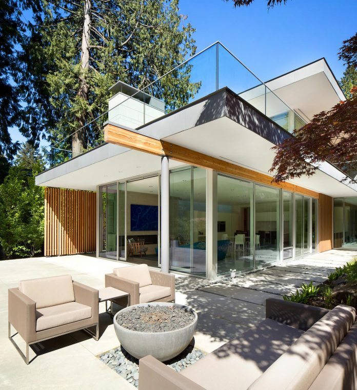 modern-elm-street-residence-is-dominated-by-very-mature-evergreen-trees-and-high-garden-hedges-06