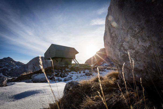 alpine-shelter-bivak-na-prehodavcih-located-triglav-national-park-01