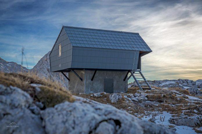 alpine-shelter-bivak-na-prehodavcih-located-triglav-national-park-02