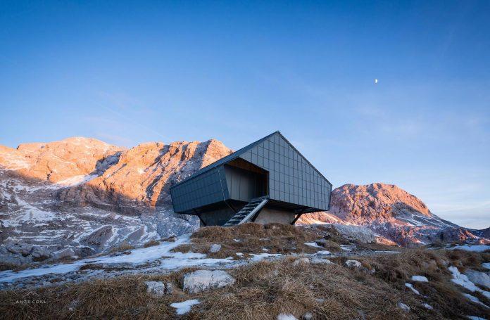 alpine-shelter-bivak-na-prehodavcih-located-triglav-national-park-03
