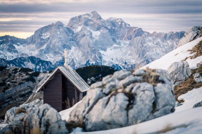 alpine-shelter-bivak-na-prehodavcih-located-triglav-national-park-04