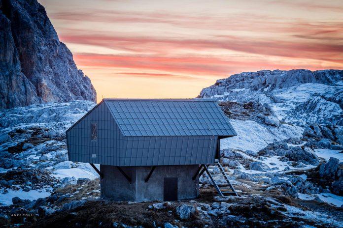alpine-shelter-bivak-na-prehodavcih-located-triglav-national-park-05