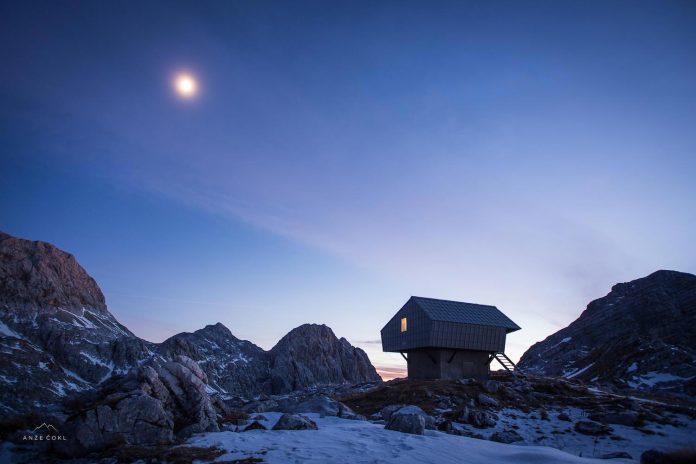 alpine-shelter-bivak-na-prehodavcih-located-triglav-national-park-06
