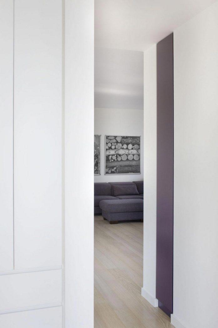apartment-situated-near-bratislava-designed-continuous-space-01