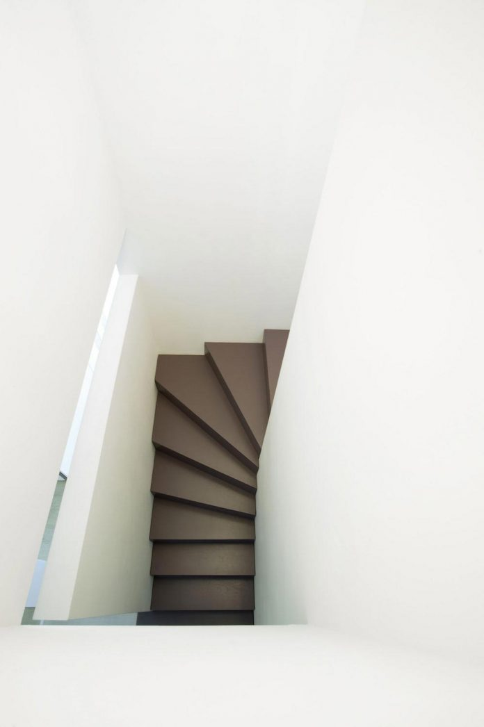 apartment-situated-near-bratislava-designed-continuous-space-08