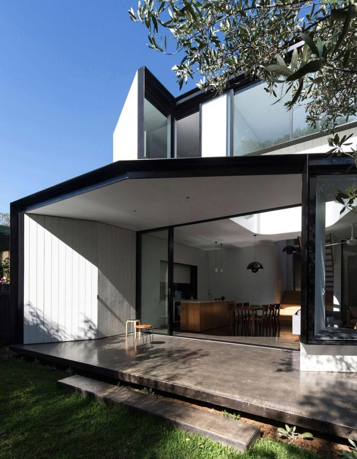 articulated-two-storey-volume-sensitively-stitched-rear-fabric-federation-masonry-04
