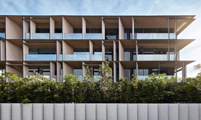 cluny-park-residence-set-lush-tropical-landscape-across-street-singapore-botanic-gardens-01