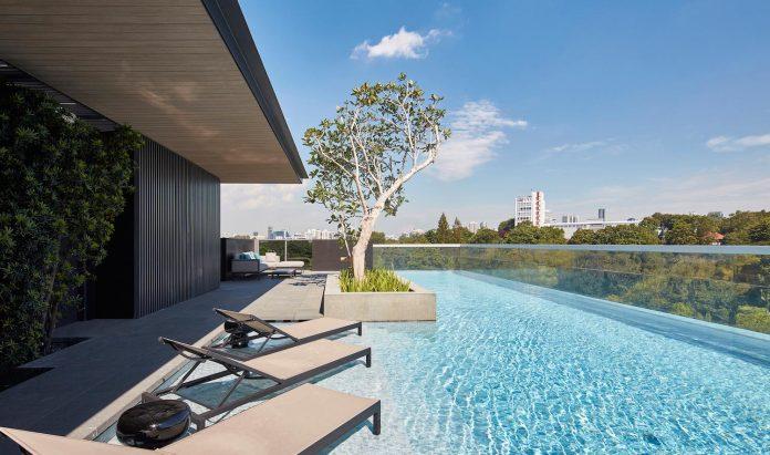 cluny-park-residence-set-lush-tropical-landscape-across-street-singapore-botanic-gardens-10
