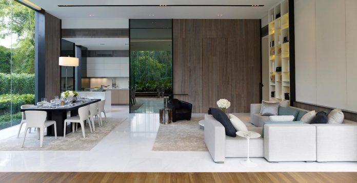 cluny-park-residence-set-lush-tropical-landscape-across-street-singapore-botanic-gardens-11