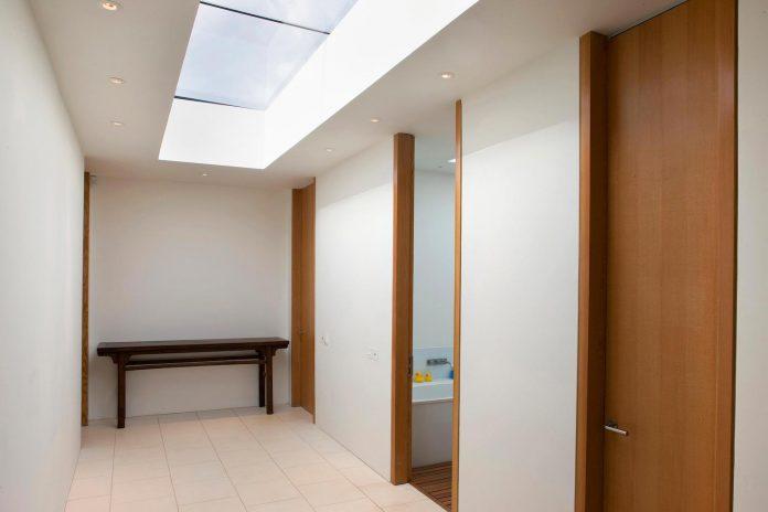 compact-1960s-bungalow-gets-renovation-extension-glass-pavilion-living-room-08