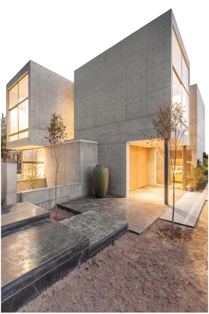 concrete-modern-home-sunken-courtyard-remain-protected-unseen-01