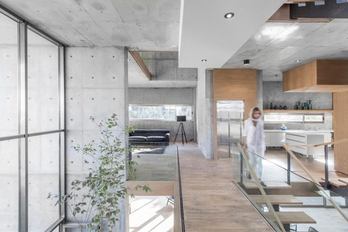 concrete-modern-home-sunken-courtyard-remain-protected-unseen-10