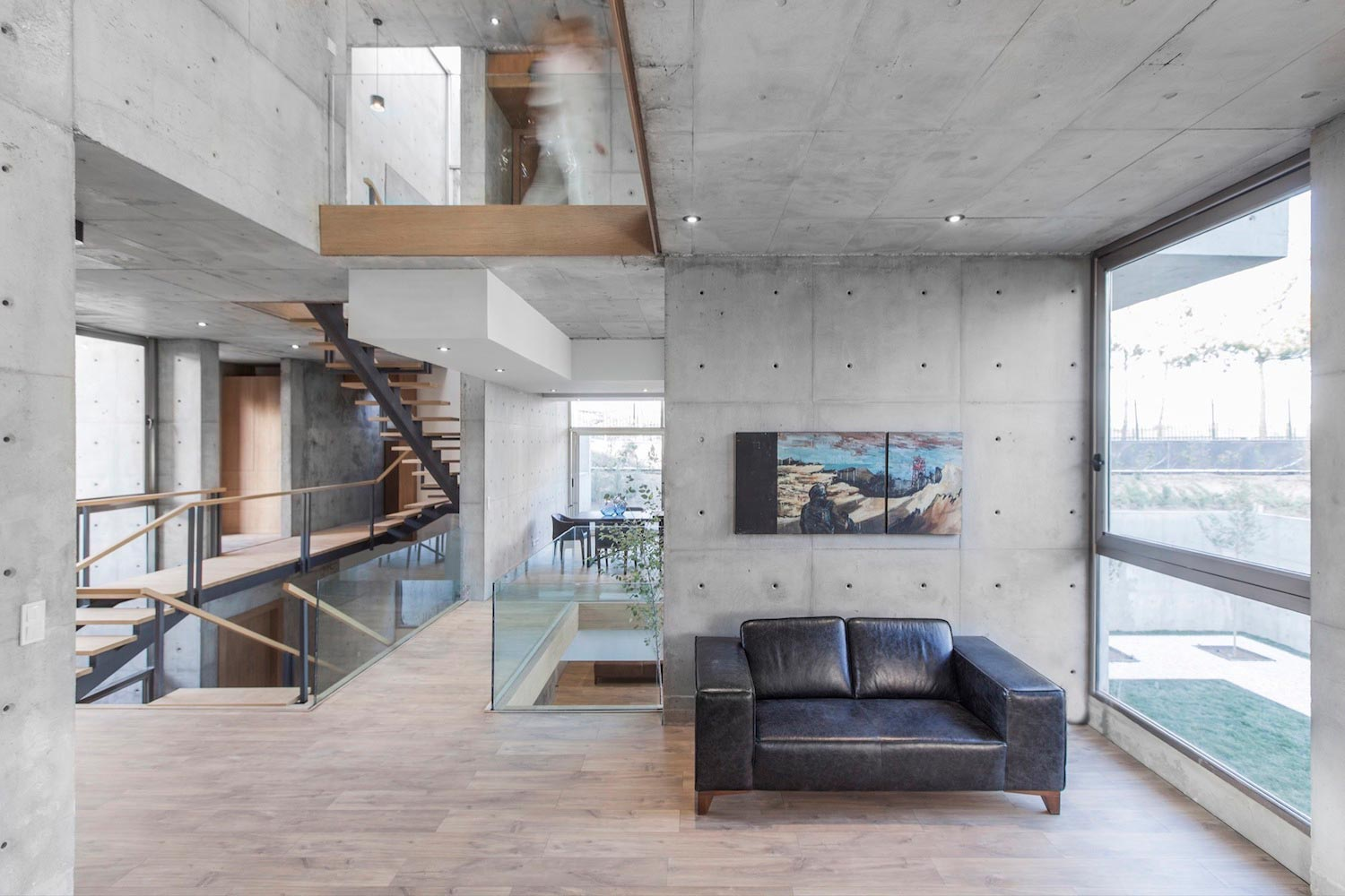 concrete-modern-home-sunken-courtyard-remain-protected-unseen-13 ...