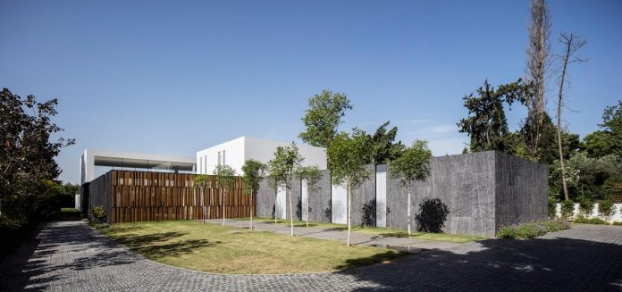 contemporary-open-light-filled-simple-minimalist-space-f-house-03