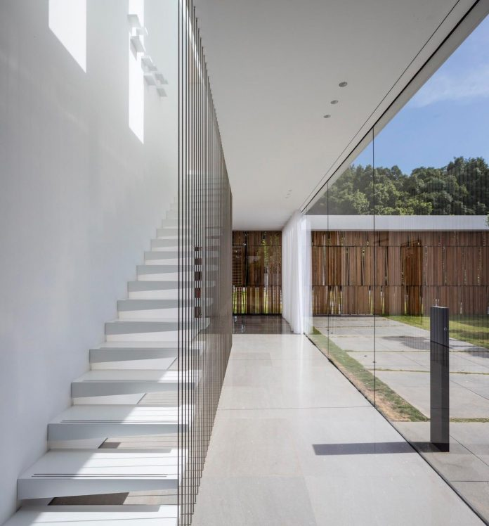 contemporary-open-light-filled-simple-minimalist-space-f-house-09