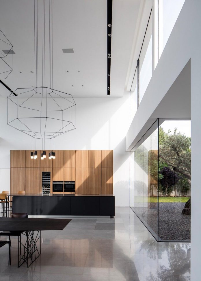 contemporary-open-light-filled-simple-minimalist-space-f-house-12