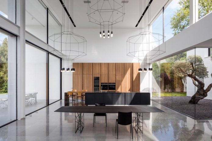 contemporary-open-light-filled-simple-minimalist-space-f-house-15