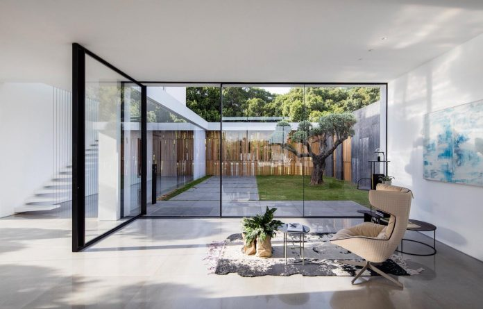 contemporary-open-light-filled-simple-minimalist-space-f-house-20