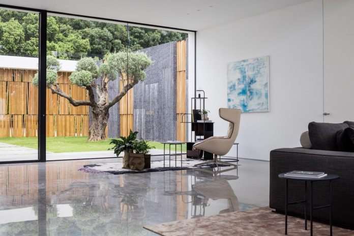 contemporary-open-light-filled-simple-minimalist-space-f-house-23