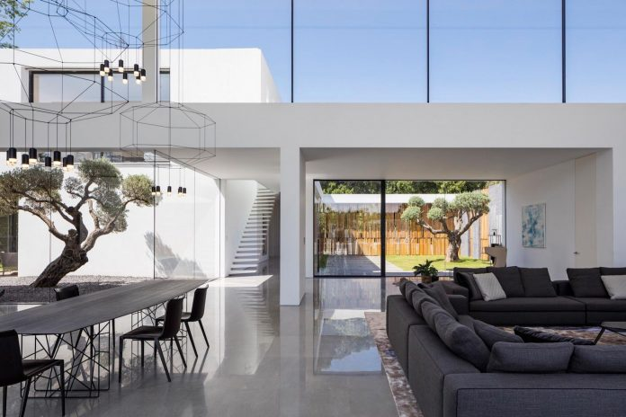 contemporary-open-light-filled-simple-minimalist-space-f-house-24
