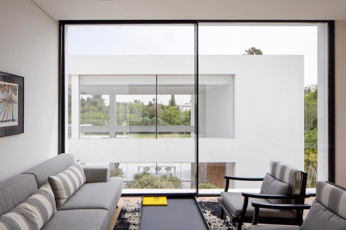 contemporary-open-light-filled-simple-minimalist-space-f-house-28