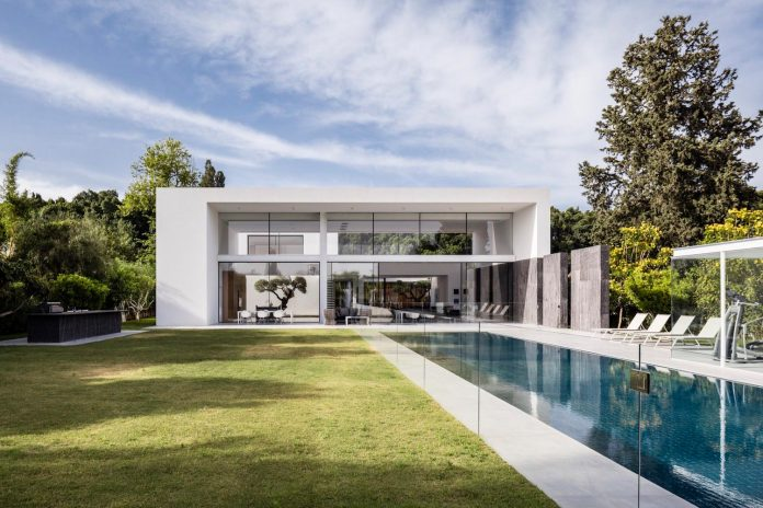 contemporary-open-light-filled-simple-minimalist-space-f-house-31