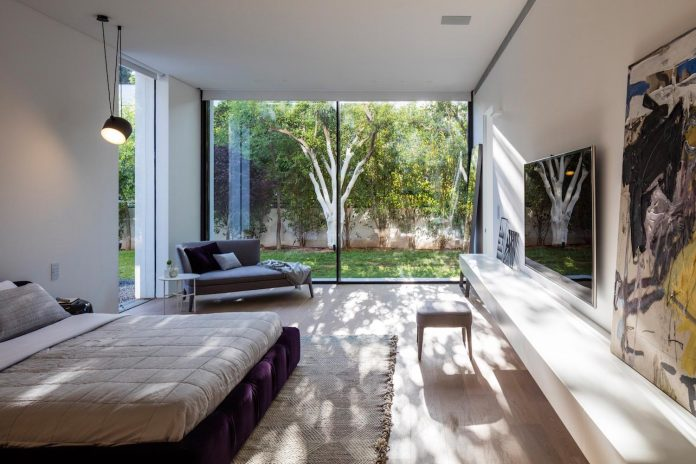 contemporary-open-light-filled-simple-minimalist-space-f-house-32