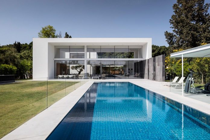 contemporary-open-light-filled-simple-minimalist-space-f-house-34