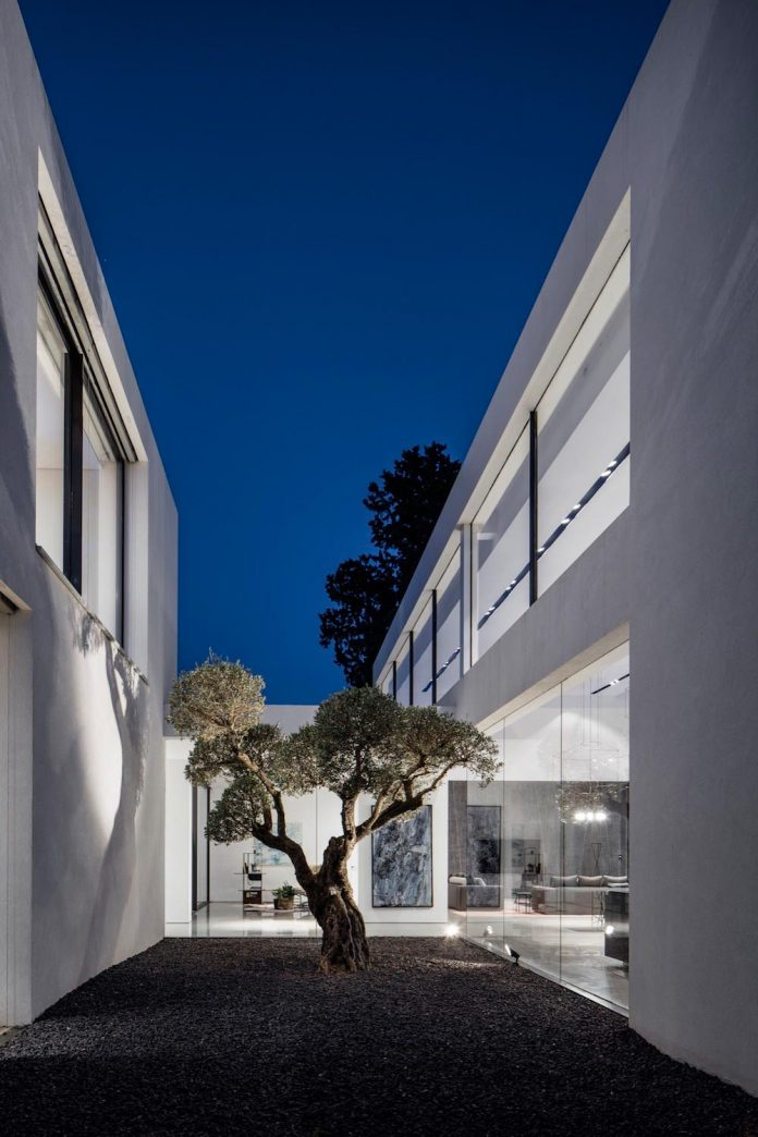 contemporary-open-light-filled-simple-minimalist-space-f-house-43