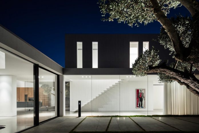 contemporary-open-light-filled-simple-minimalist-space-f-house-45