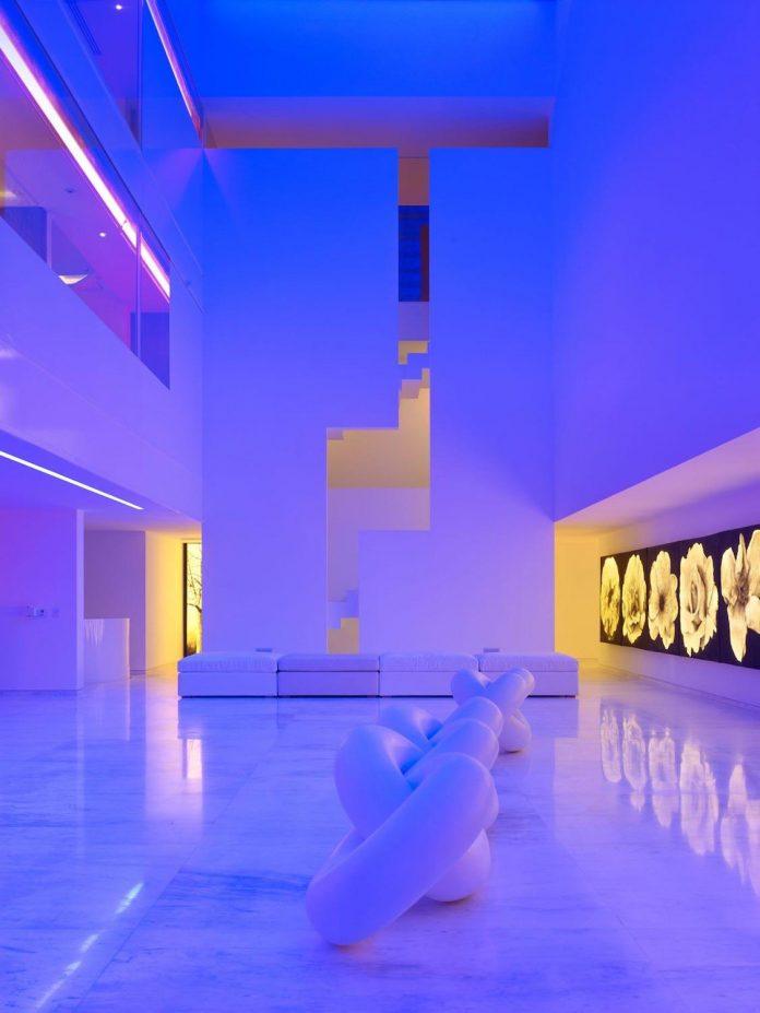 contemporary-white-la-palma-residence-uses-sunlight-generate-sensations-02