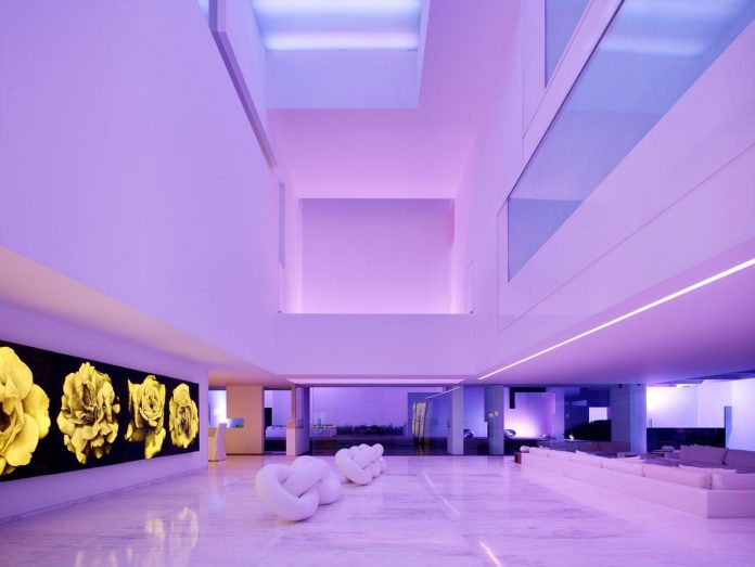 contemporary-white-la-palma-residence-uses-sunlight-generate-sensations-03